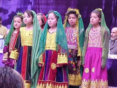 Afghan_girls_in_traditional_clothes