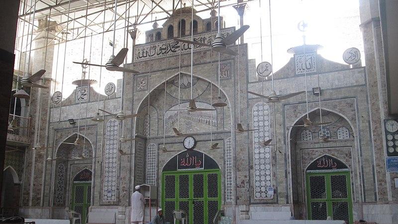 800px-Qasim_Ali_Khan_Mosque