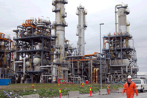 oil-refinery-678165-01-02 (1)